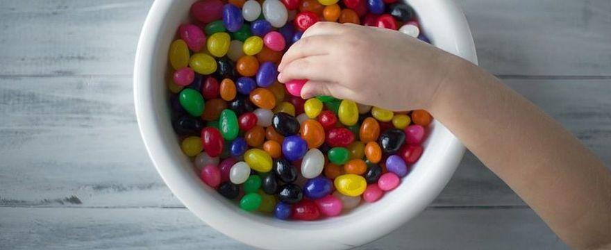 Dziecko je dużo słodyczy? Może mieć problem z uczeniem i pamięcią w przyszłości!