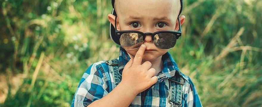 Okulary przeciwsłoneczne dla dziecka – nie kupuj z bazaru!