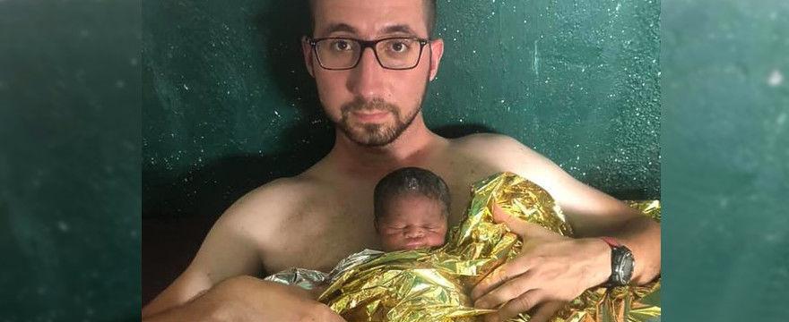 Polski misjonarz uratował życie noworodka w Afryce! Ogrzał go własnym ciałem!