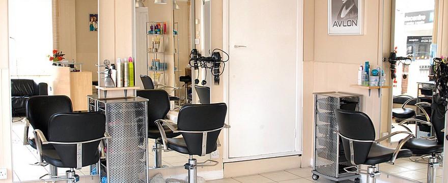 Profesjonalne artykuły fryzjerskie – oferta dla salonów piękności