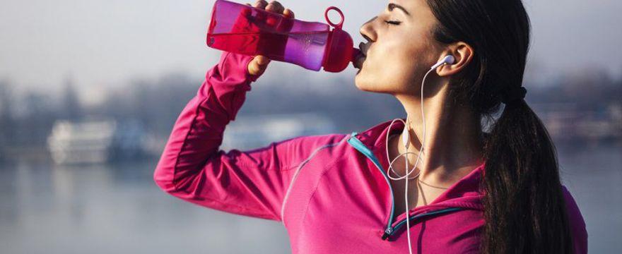 W zdrowym ciele, zdrowy duch. Pijemy wodę mineralną i źródlaną