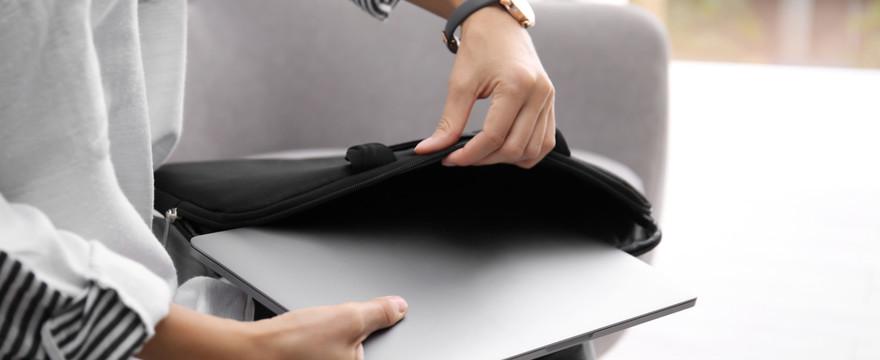 Wybieramy damską torbę na laptopa