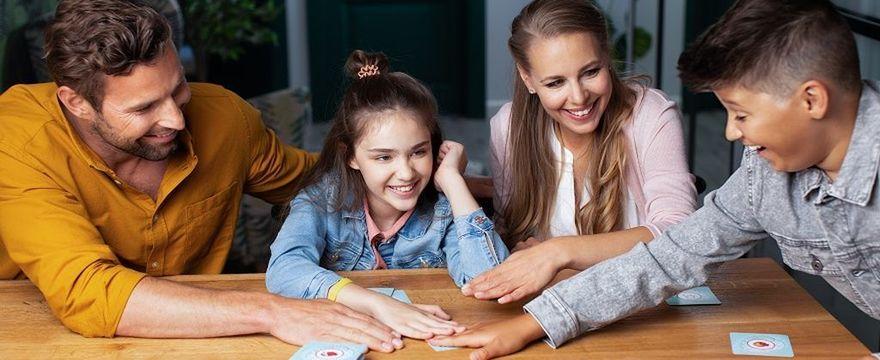 Jak dobrać gry do wieku dziecka i zdolności, które rozwijają?