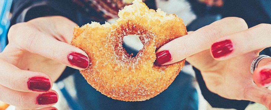 Cukrowy odwyk: jak przestać jeść cukier i jak unikać cukru dodanego