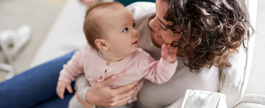 Jak zapewnić bezpieczny sen niemowlakowi i spokój o jego bezpieczeństwo rodzicom?