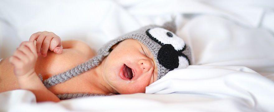 Czkawka u noworodka: skąd się bierze i jak pomóc dziecku?