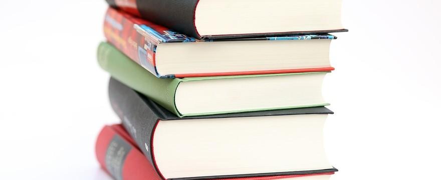 Jak wybrać podręczniki szkolne do szkoły średniej?