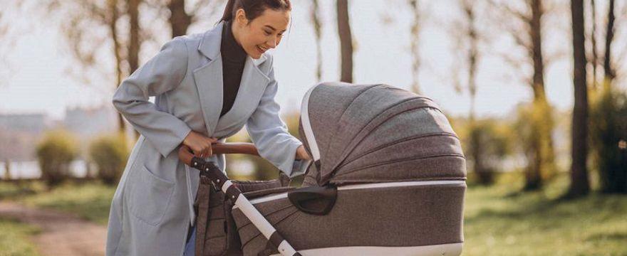 Spacerowy niezbędnik niemowlaka: jak kompaktowo spakować się na spacer z dzieckiem?