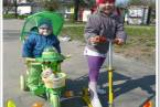 Justynka i Konradek na wiosennym spacerku:)