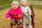 Witamy wiosnę na placu zabaw :) Hania 2 lata Zosia 4 lata