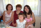 W środku nasza kochana mama ,a po bokach my córy,a wśrodeczku moje dzeciaczki