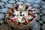 Tort waniliowo truskawkowy