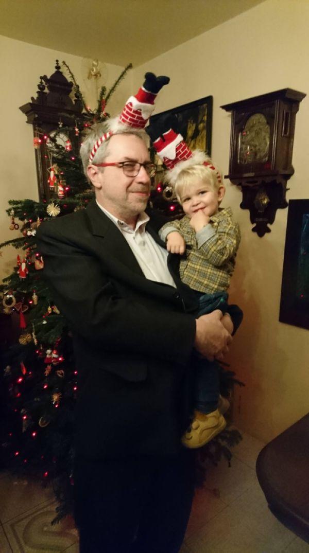 Święta u ukochanego dziadka. Mieszko, 19 miesięcy.