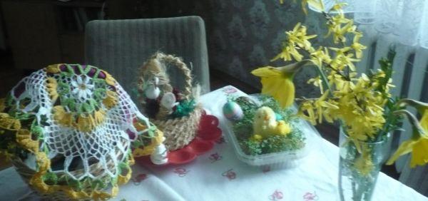 Koszyk święconki z nową sprezentowaną wiosenną serwetką