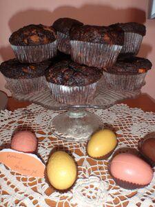 Wielkanocne babeczki z białą czekoladą i bananami