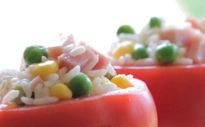 Pomidory faszerowane sałatką z ryżem