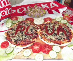 Domowa pizza w narodowych barwach na cieście półgrubym!!!