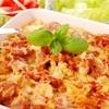 Zapiekanka warzywna z kiełbasą i sosem serowo-cebulowym