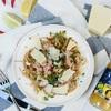 Spaghetti pełnoziarniste z tuńczykiem, kruszonką czosnkowo-limonkową i płatkami chili