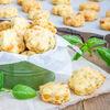Kruche ciasteczka serowe z papryką i żółtym serem