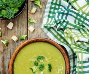 Krem z brokułów z dodatkiem serka topionego