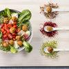 Lekka sałatka z kuleczkami ziemniaczanymi