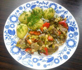 Ragout z żołądków indyczych z młodymi warzywami