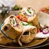 Tortille z czerwoną fasolą, kaparami, sosem pomidorowym oraz mozarellą