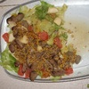 Pikantna sałatka owocowa z wątróbkami drobiowymi i sosem musztardowym